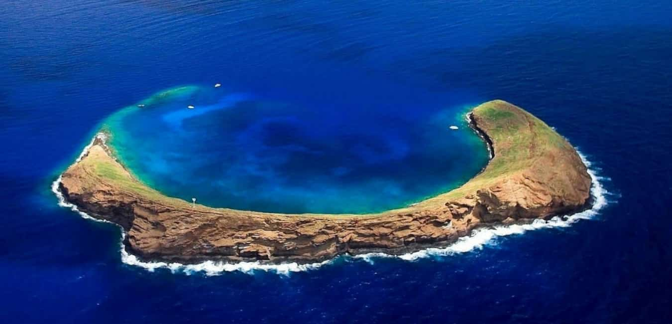 Best spots to snorkel on Maui Molokini Crater