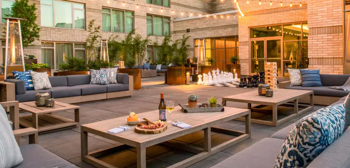 What are some of the property amenities at The Duniway Portland, a Hilton Hotel