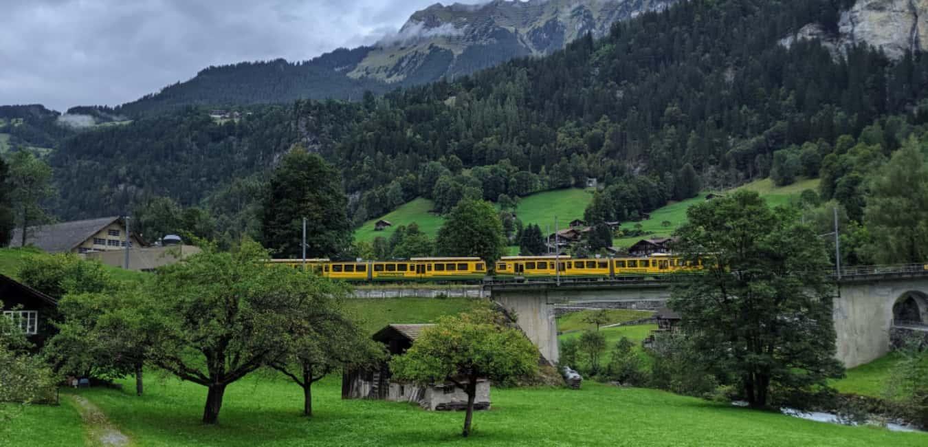 take the train to the wagon - Lauterbrunnen